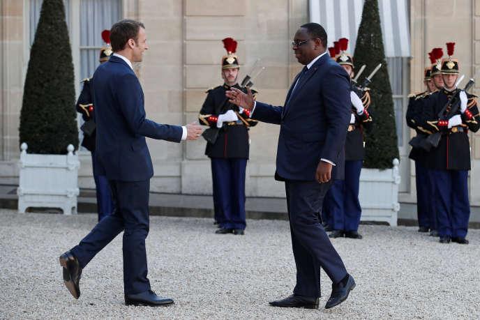 Dans son rapport annuel, Amnesty International a condamné « le caractère ciblé des poursuites »(Emmanuel Macron accueille le président Macky Sall à l'Elysée, le 20 avril).