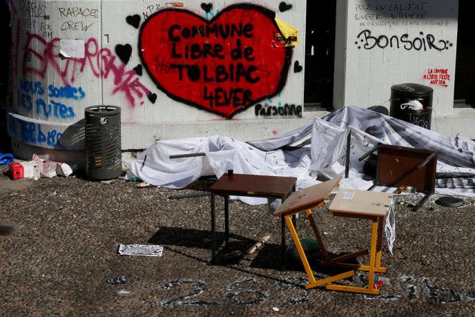 L'entrée du site de Tolbiac (université Paris-I) après l'évacuation d'environ 100 personnes occupant l'établissement, vendredi 20 avril.