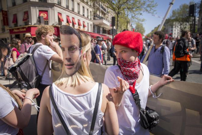 Manifestation interprofessionnelle organisée par la CGT et Solidaires contre les réformes du gouvernement, à Paris, le 19 avril.