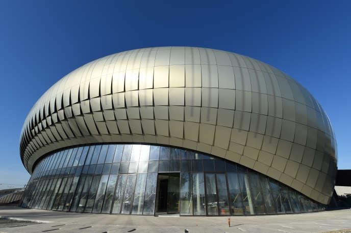 La Cité du vin en construction, dans le quartier de Bacalan, à Bordeaux, le 22 décembre 2015. L'ouverture officielle du bâtiment de 14 000 m2, conçu par les architectes Nicolas Desmazieres et Anouk Legendre de l'agence X-TU, a eu lieule 1er juin 2016.