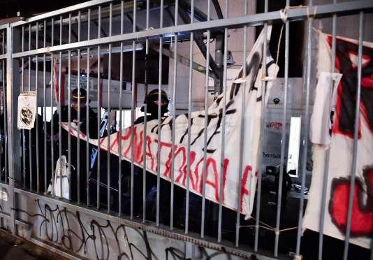 Des CRS ont levé le blocage du site de Tolbiac à Paris, le 20 avril 2018.