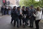 Arrestation d'un manifestant, vendredi 20 avril, dans la capitale de l'Arménie, Erevan.