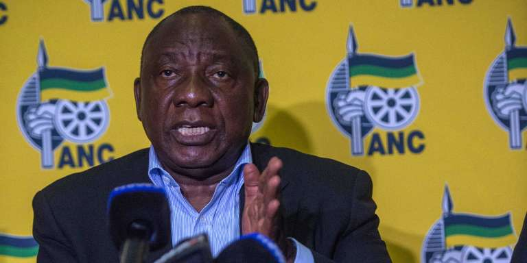 Le président sud-africain Cyril Ramaphosa s'adressant à la presse, le 20 avril 2018, après deux jours d'émeutes à Mahikeng.