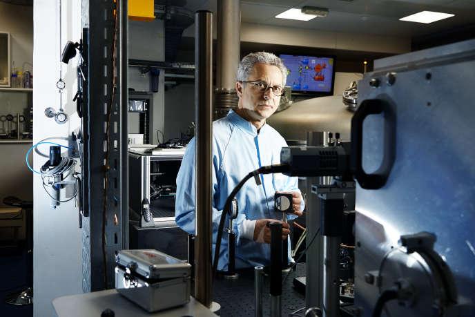 Victor Malka est directeur de recherche CNRS au laboratoire d'optique appliquée.