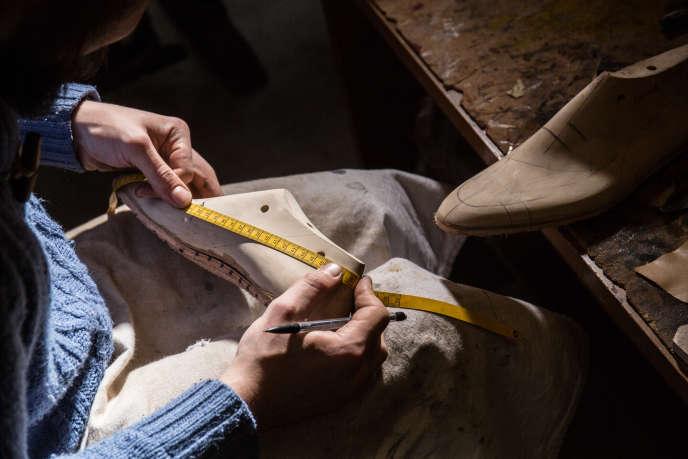 L'atelier Philippe Atienza, artisan bottier sur mesure à Paris, en 2017.