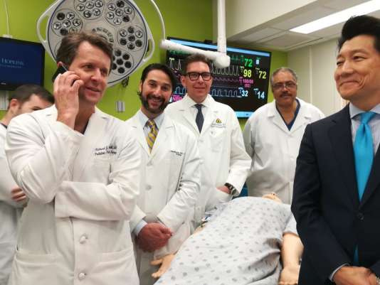 L'équipe médicale de l'université Johns Hopkins ayant pratiqué la première greffe de pénis et de scrotum.