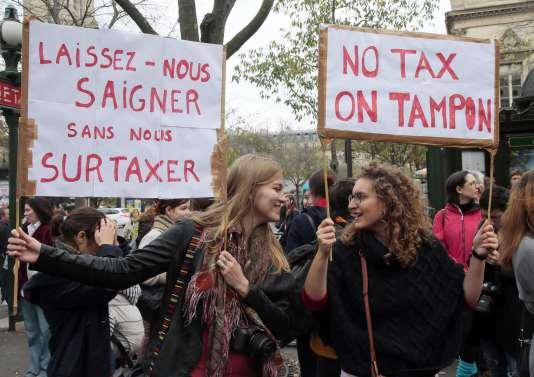 Lors d'une manifestation à Paris contre la « taxe tampon ».
