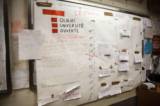 Le programme de l'université libre de Tolbiac avant son évacuation vendredi 20 avril. / AFP PHOTO / STR