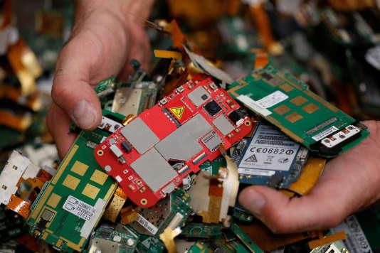Economie circulaire le gisement des cartes électroniques usagées