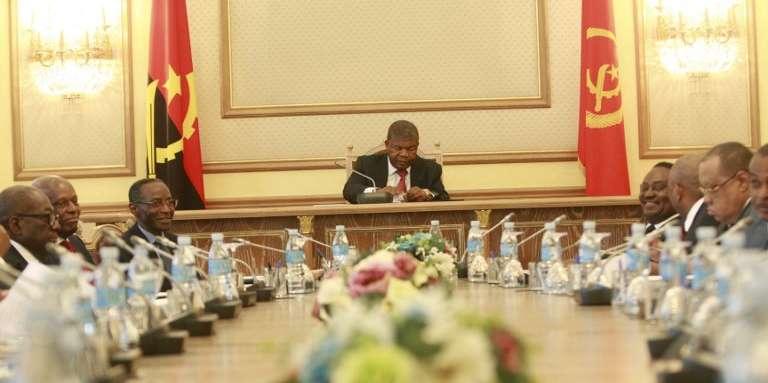 Le président angolais, Joao Lourenço (au centre), à Luanda, le 22mars 2018.