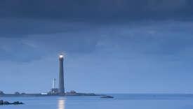 l'ile Vierge dans l'archipel de Lilia, le phare de l'ile Vierge, le plus haut phare d'Europe d'une hauteur de 82,5 metres