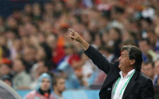 Henri Michel, ici sur le banc de la Côte-d'Ivoire en 2006, avait mené quatre sélections différentes à la Coupe du monde.