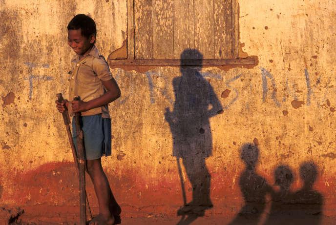 Jeux d'enfant à Madagascar.