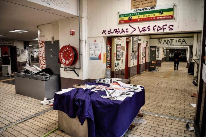 A l'intérieur dusite universitaire de Tolbiac, devenu lieu de vie pour des étudiants, et évacué le 20 avril 2018 par les forces de l'ordre.