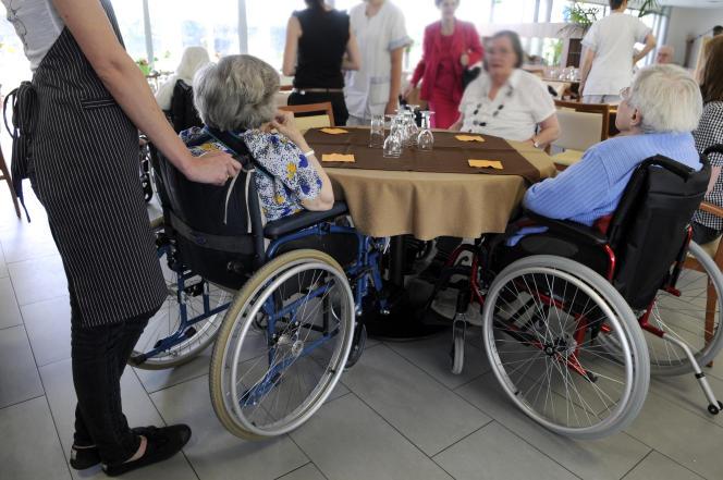 «L'existence de l'assurance-autonomie apporterait à la collectivité près de 16 milliards d'euros d'argent neuf»(Nantes, maison de retraite accueillant personnes âgées dépendantes).
