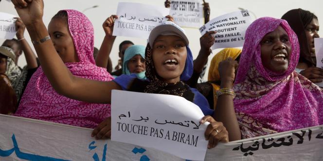 Des militantes anti-esclavagistes manifestent à Nouakchott, en mai 2012.