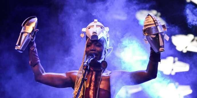 L'artiste ivoirienne Dobet Valérie Gnahore à Abidjan, sur la scène du Festival des musiques urbaines d'Anoumabo, qui s'est déroulé du 17 au 22avril 2018.