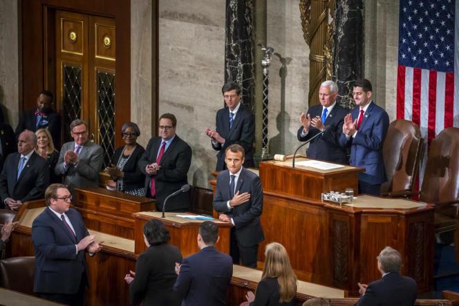 Emmanuel Macron applaudit par les membres du Congrès des Etats-Unis, à Washington, le 25 avril 2018.