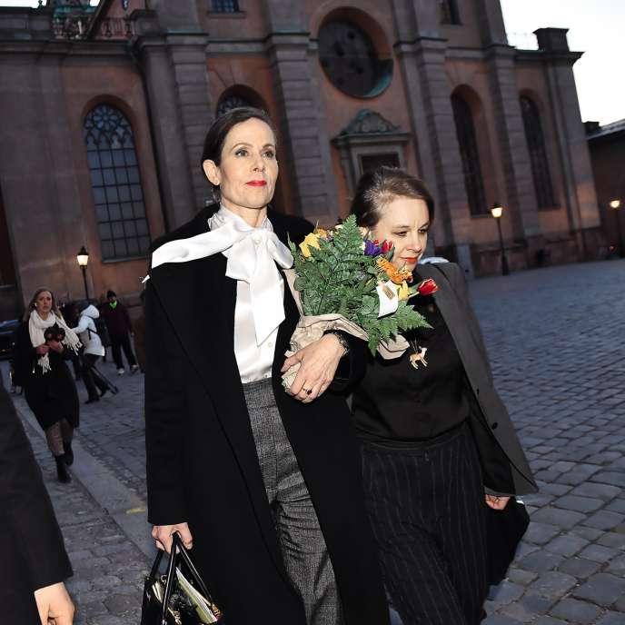 L'ancienne secrétaire perpétuelle de l'Académie suédoise, Sara Danius, portant son fameux col lavallière, le 12 avril à Stockholm, après avoir annoncé sa révocation.