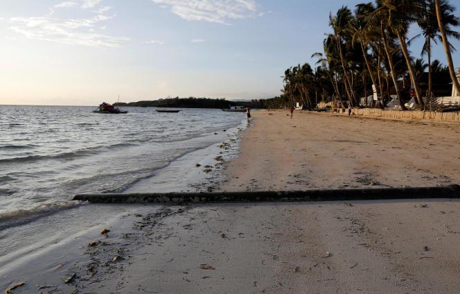 Sur l'île de Boracay, aux Philippines, le 25 avril 2018, la veille de la fermeture du site.
