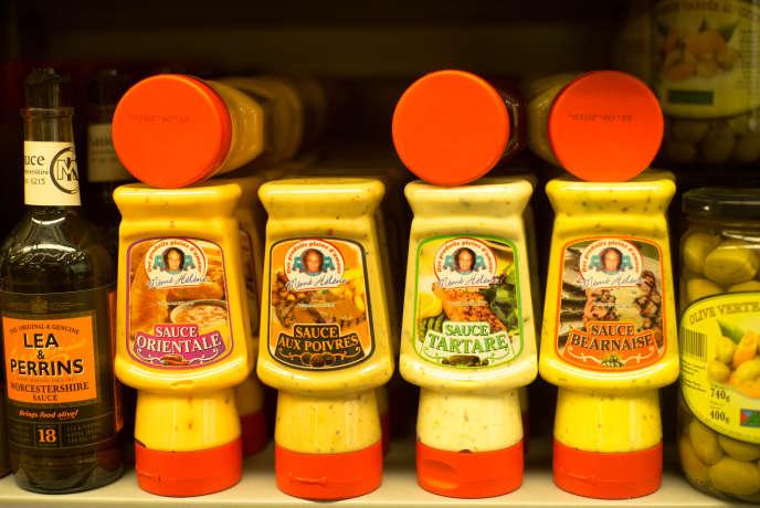 Des sauces de la marque«Mémé Hélène» au supermarché Franprix du boulevard Voltaire.