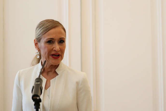Cristina Cifuentes annonçant sa démission, le 25 avril à Madrid.