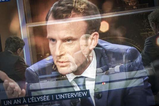 Emmanuel Macron lors de son interview sur BFM-TV et « Mediapart», dimanche 15 avril.