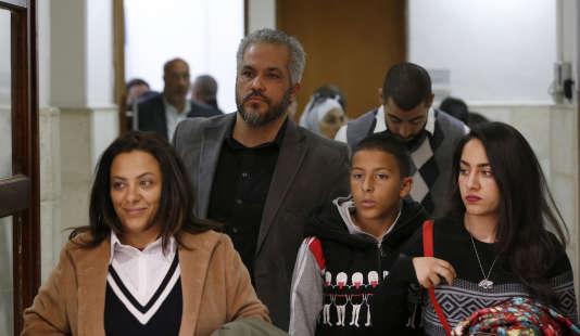 Les proches de Nadim Nouwara, tué à l'âge de 17 ans le 15 mai 2014 à Beitunia.