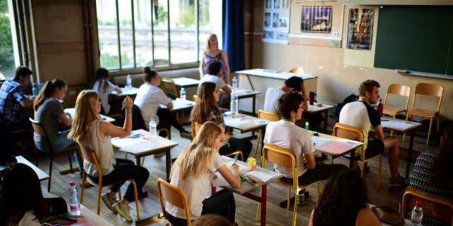 Pupils take part in the first written test in philosophy as part of the Baccalaureat (France's high school diploma) at a school in Paris on June 15, 2017. / AFP PHOTO / Martin BUREAU