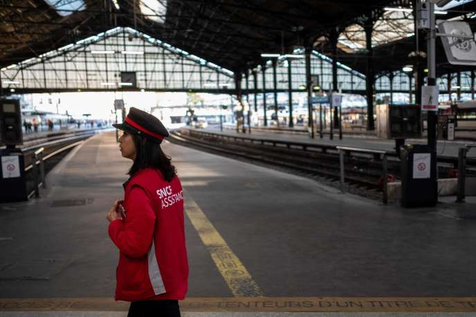 Jour de grève à la gare Saint-Lazare, à Paris, le 19 avril.