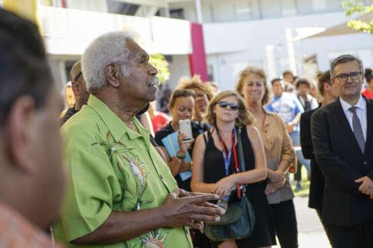 Roch Wamytan, leader indépendantiste, lors de la visite du premier ministre, Edouard Philippe, au Mont-Dore (Nouvelle-Calédonie), en décembre 2017.