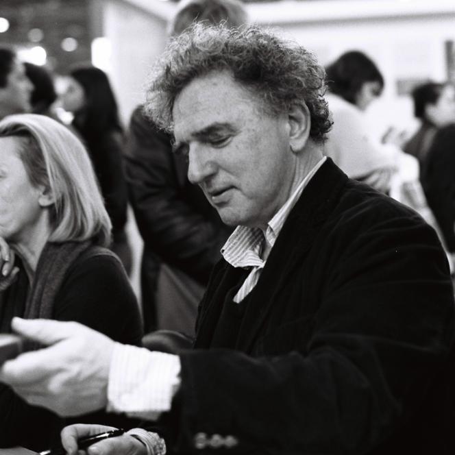 Michel Crépu au Salon du livre, à Paris, en 2012.