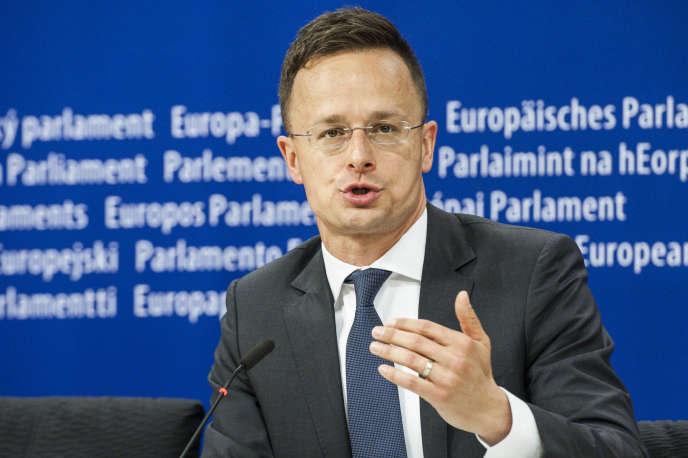 Peter Szijjarto, le ministre des affaires étrangères et du commerce hongrois , le 26avril, au Parlement européen.