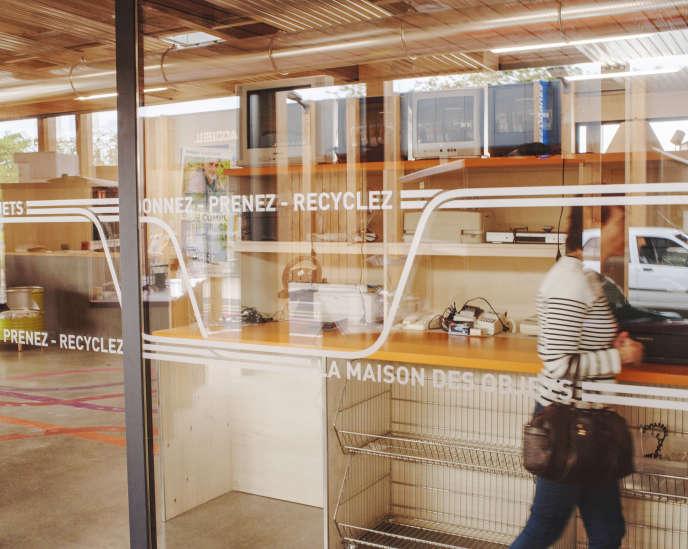 Le Market, àVayres (Gironde), propose la récuperation gratuite d'objets et de materiaux usagés ou d'occasion.Son objectif: atteindre zéro déchets.
