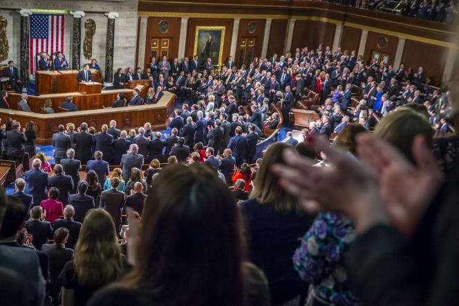 L'une des 19 standing ovations des membres du Congrès des Etats Unis à Emmanuel Macron au Capitole à Washington DC, le 25 avril.