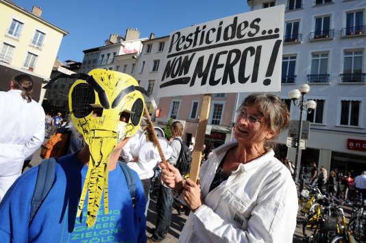 Lors d'une manifestation contre les pesticides, à Grenoble, en 2011.