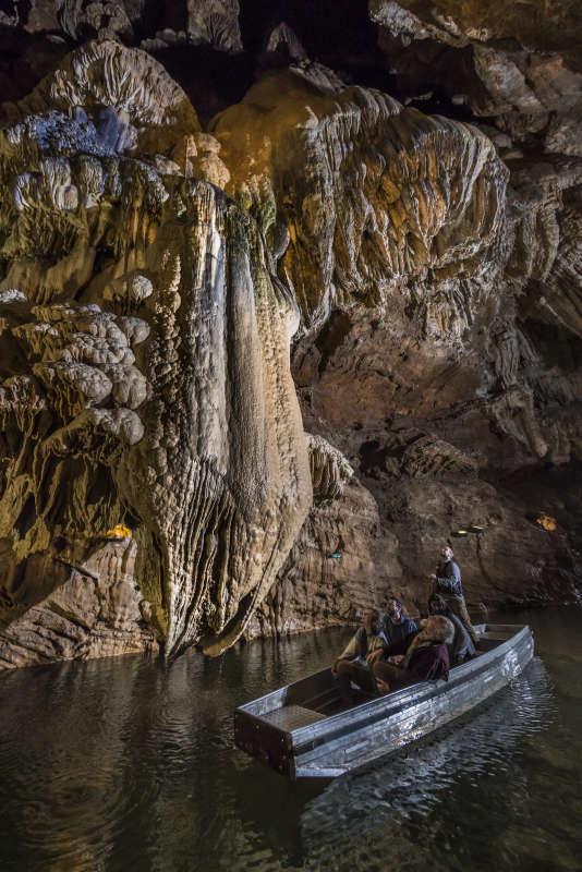 Le gouffre de Padirac, dans le Lot, une des cavités naturelles les plus célèbres de France.