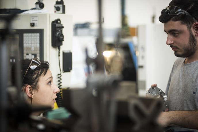 Des jeunes filles renoncent à leur choix d'orientation professionnelle par peur d'être dans un milieu «qui n'est pour elles».