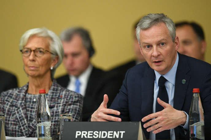 « Les politiciens prétendent poursuivre des objectifs sociaux – par exemple la recherche du plein-emploi, la défense de l'environnement – et comme ils n'y arrivent pas, ils essaient de transférer les responsabilités sur autrui» (Bruno Le Maire et la directrice du FMI, Christine Lagarde, à l'OCDE à Paris, le 26 avril).