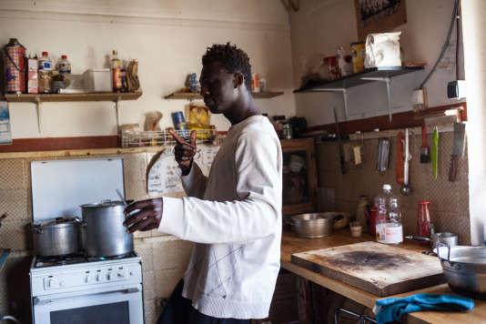 «Chez Marcel», une maison squattée pour accueillir des migrants qui ont traversé la frontière en partant de l'Italie par la montagne, le 26 avril.