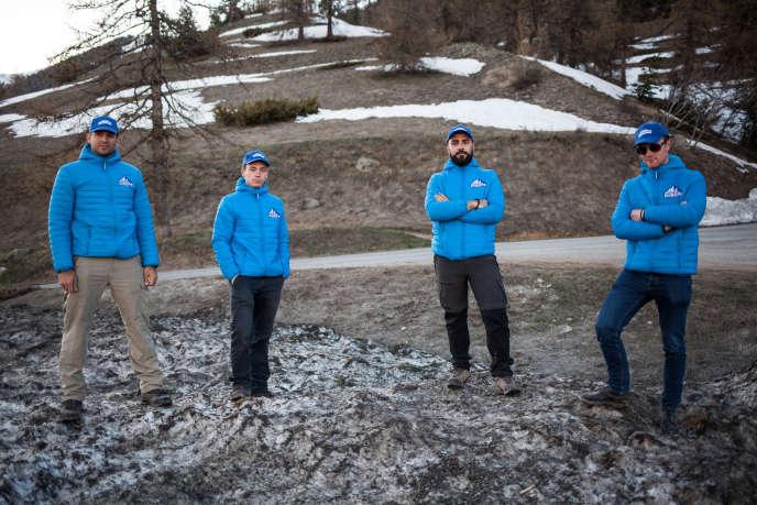 Des militants de Génération identitaire à Montgenèvre (Hautes Alpes) le 26 avril. De gauche à droite: Romain, Aymeric, Etienne et Julien.