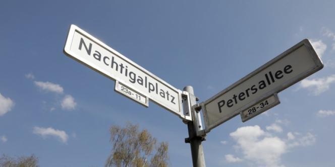 La place Nachtigal et l'avenue Peters, à Berlin, portent le nom de figures controversées de l'histoire colonialeallemande.