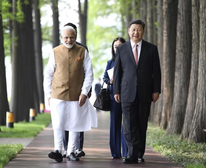 Le premier ministre indien, Narendra Modi, et le président chinois, Xi Jinping, lors de leur rencontre à Wuhan, dans la province d'Hubei (au centre de la Chine), le 28 avril.