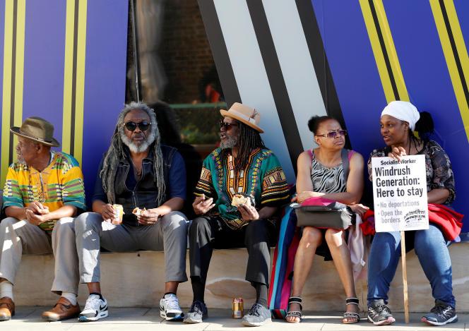 Des manifestants, en solidarité avec les citoyens britanniques de la «génération Windrush», dans le square qui porte ce nom.