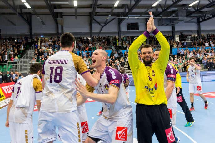 L'équipe du HCB Nantes fête sa qualification pour le Final Four de la Ligue des champions, à Skjern (Danemark), le 29 avril.