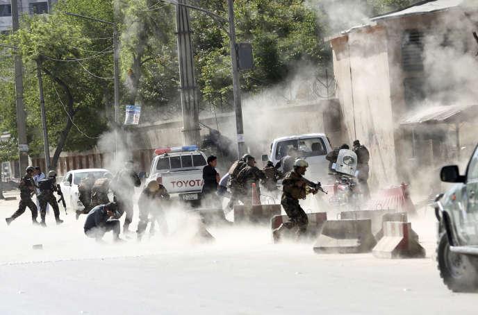 La seconde explosion s'est produite quelques minutes après la première attaque, visant les journalistes accourus sur place, lundi 30 avril.