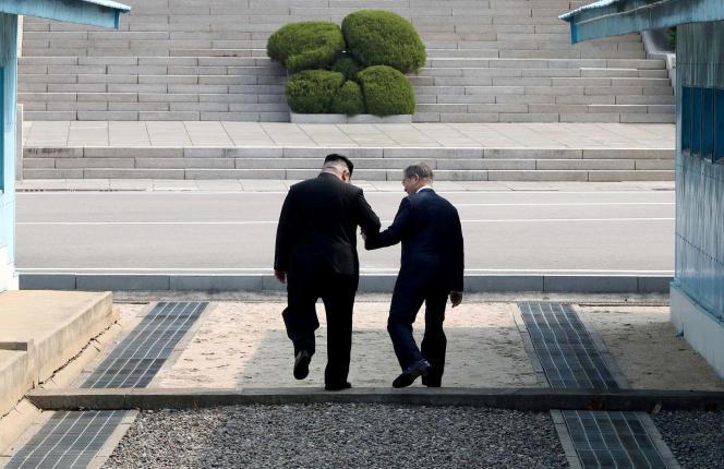 Les présidents des deux Corées, Moon Jae-in et Kim Jong-un, s'étaient rencontrés à Panmunjom, sur la DMZ, le 27 avril 2018.