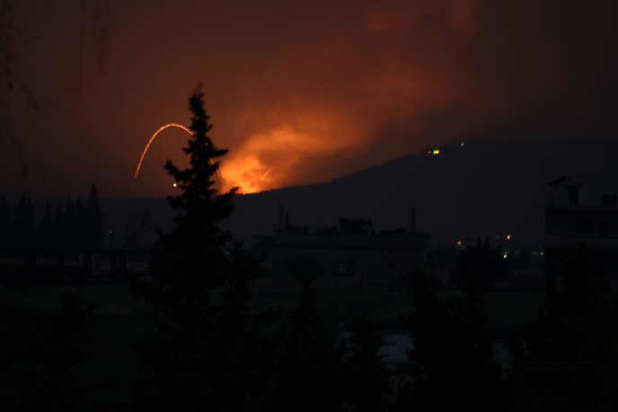 Explosions dans la région de Hama, en Syrie, le 29 avril. Photo obtenue par le biais d'un réseau social.