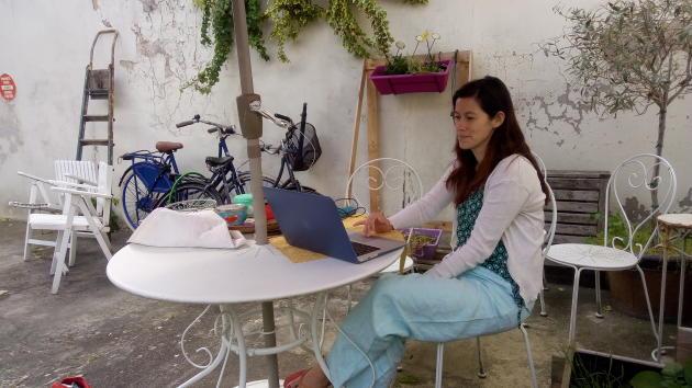 Marie Rupin peut passer plusieurs heures par jour à modérer des publications sur les groupes Wanted.