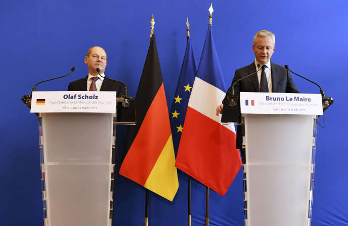 Le ministre français des finances, Bruno Le Maire, et son homologue allemand, Olaf Scholz, lors d'une conférence de presse commune, à Paris, le 16 mars.